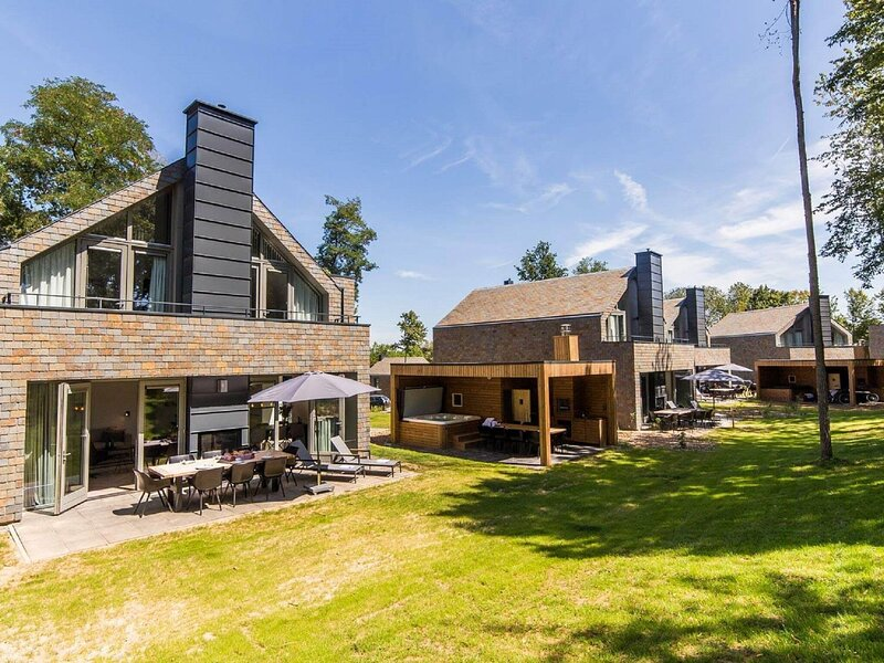 Beautiful wellness villa, close to Maastricht, alquiler vacacional en Rekem