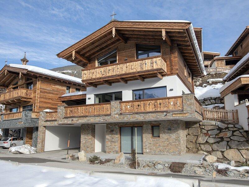 Luxurious Chalet in Neukirchen near Wildkogel Ski Arena, holiday rental in Schonbach