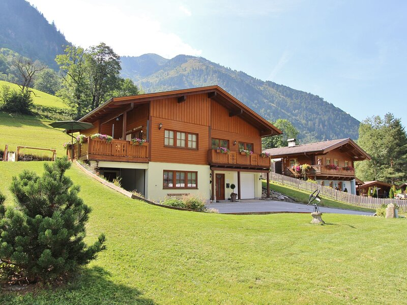 Modern Chalet in Salzburg with Sauna, holiday rental in Heiligenblut