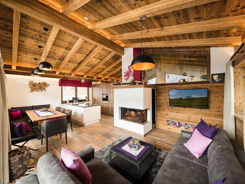 Comfy Chalet in in Neukirchen near Wildkogel Ski Arena, holiday rental in Schonbach