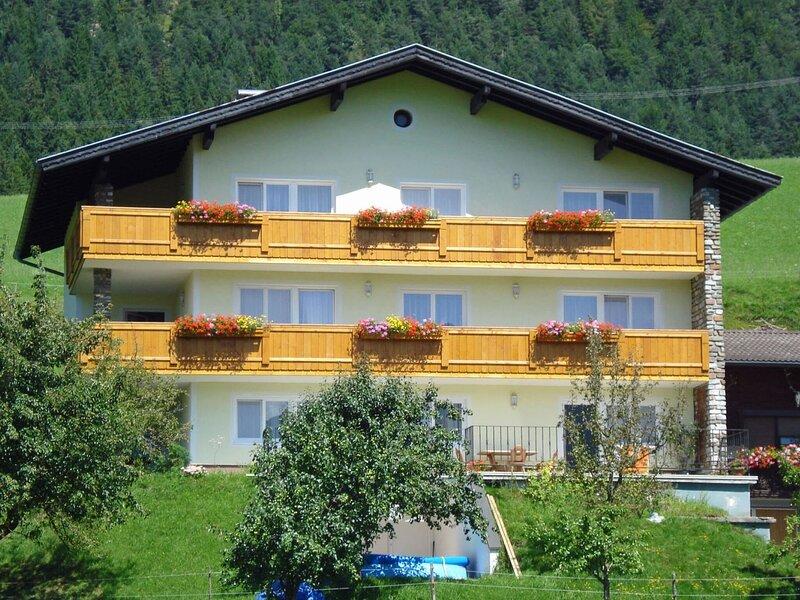 Comfortable apartment on the slopes of Terfens with sauna, alquiler de vacaciones en Weerberg