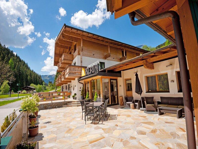 Ravishing Apartment in Saalbach with Sauna near Ski Slopes, holiday rental in Hinterglemm
