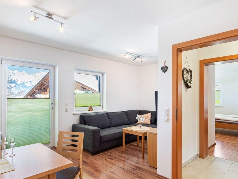 Elegant Apartment in Saalfelden with Balcony, casa vacanza a Saalfelden am Steinernen Meer