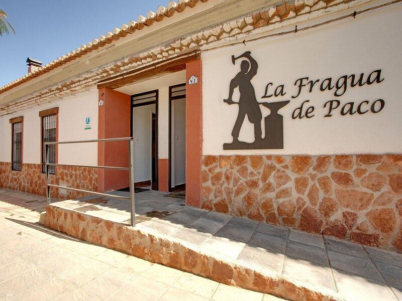 Sun-kissed Holiday Home in Cogollos de Guadix near Centre, alquiler vacacional en Graena