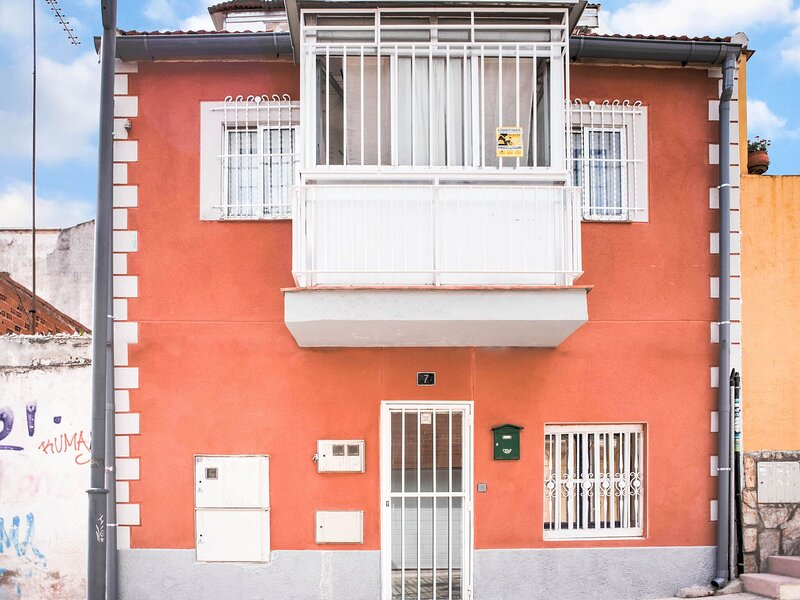Pretty Holiday Home in Madrid with Solarium, holiday rental in Pedrezuela
