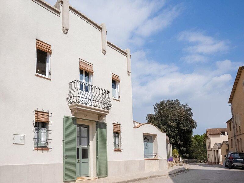 Tranquil Holiday Home in Navás with Balcony, alquiler de vacaciones en Perafita