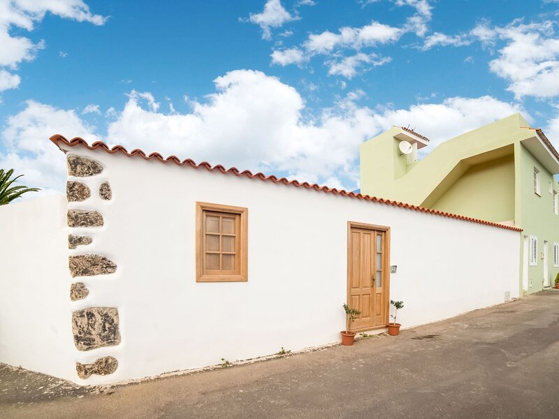 Comfy Holiday Home in Genovés with Balcony, vacation rental in El Tanque
