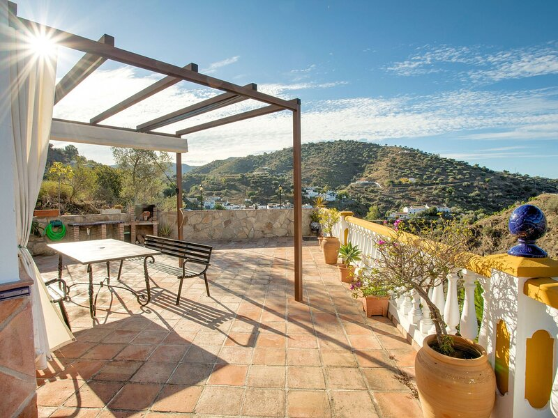 Secluded Holiday Home in Malaga with Private Pool, location de vacances à Loma las Chozas