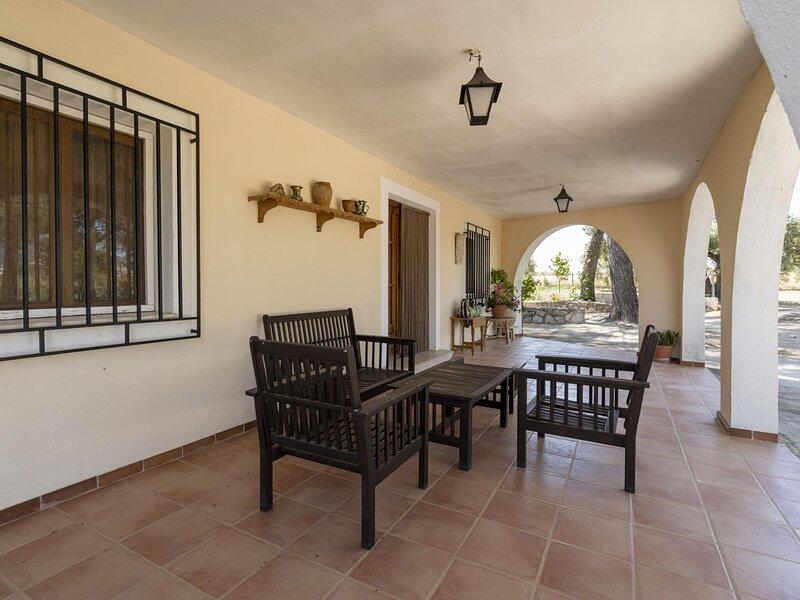 Spacious Cottage in Moratalla with Swimming Pool, holiday rental in Caravaca de la Cruz