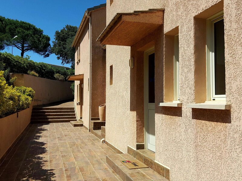 Welcoming villas with swimming pool near Saint-Florent on Cap Corse, holiday rental in Farinole