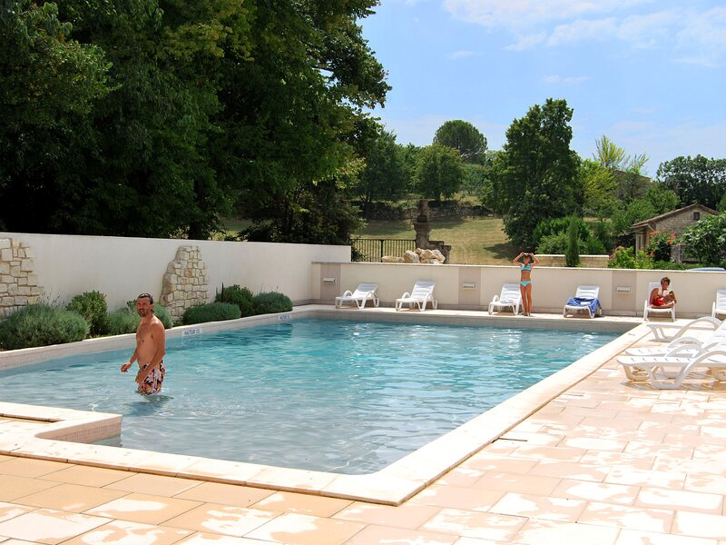 Neat studio with dishwasher on the border of the Ardèche, holiday rental in Bessas