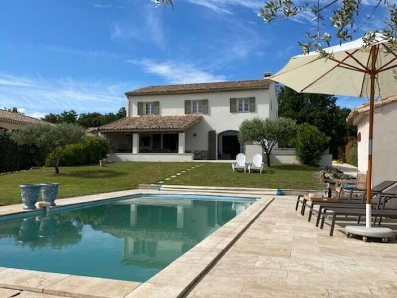 Lush Holiday Home in Pougnadoresse with Private Pool, holiday rental in Saint-Laurent-La-Vernede