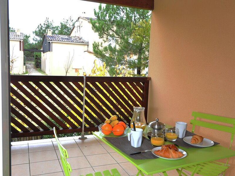 Beautiful apartment in the lively resort of Carcans Océan, holiday rental in Carcans