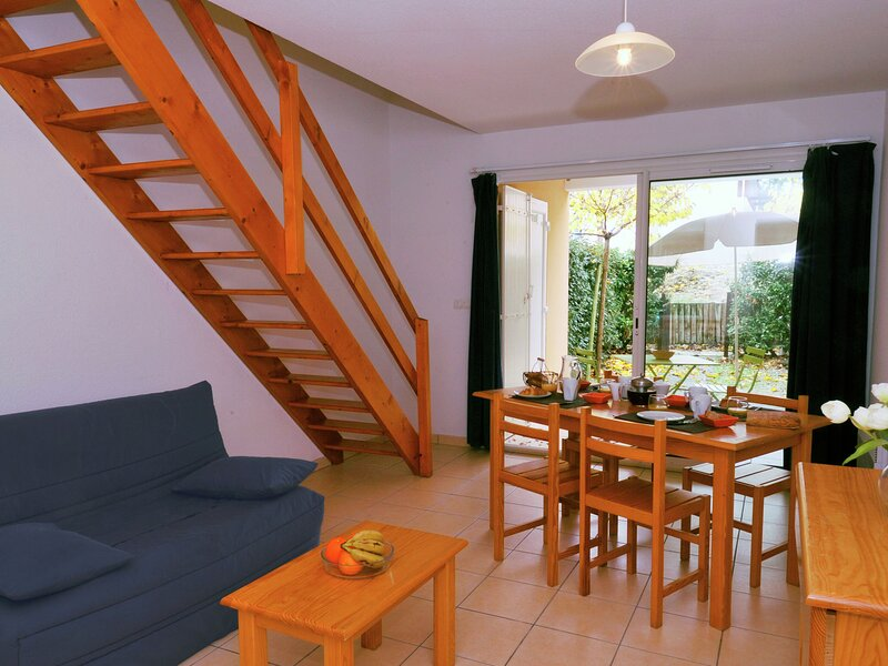 Alluring apartment in the lively resort of Carcans Océan, holiday rental in Carcans