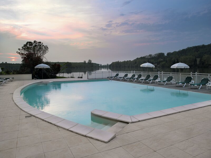 Situated in a landscaped park of a little less than ...., alquiler vacacional en Marciac