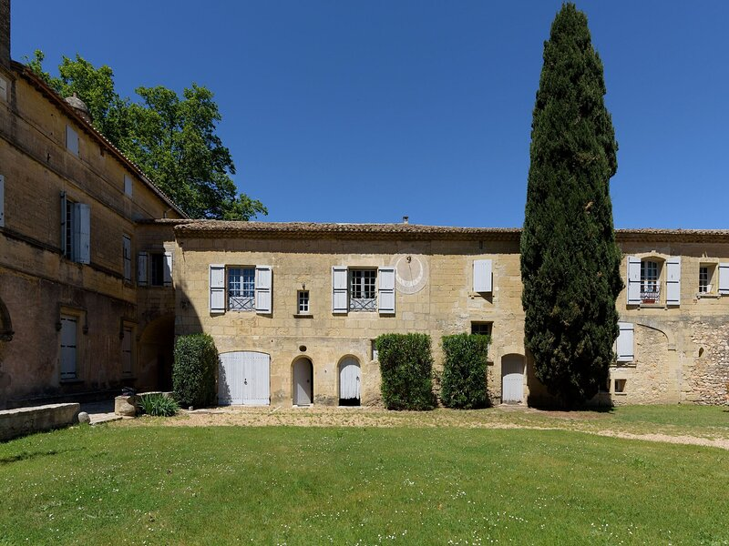 Restful Apartment in Aimargues with Private Swimming Pool, holiday rental in Saint Just