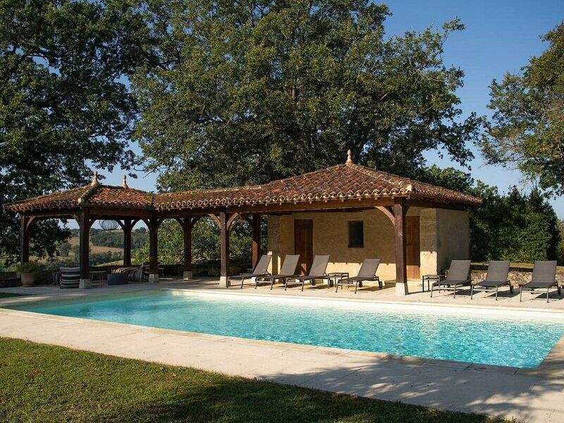 Majestic Villa in Peyrusse-Grande with Sauna, aluguéis de temporada em Beaumarches