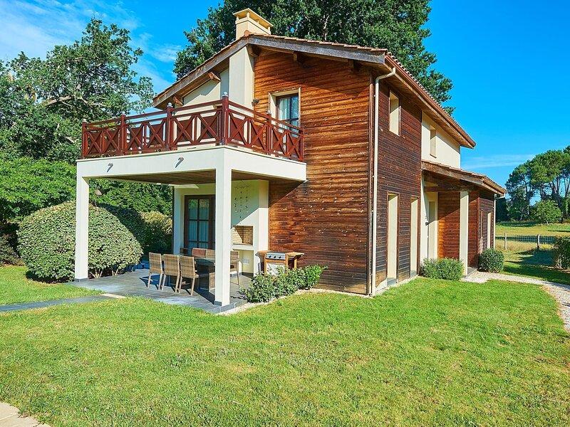 Luxurious detached villa in a nature reserve with a castle, location de vacances à Hostens