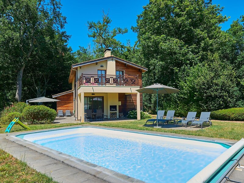 Very luxurious villa with private pool and covered terrace, casa vacanza a Mano