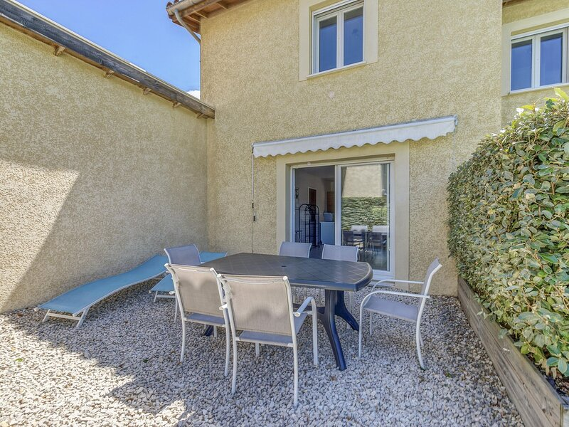 Exquisite Holiday Home in Gagnières with Swimming Pool, casa vacanza a Saint-Paul-le-Jeune
