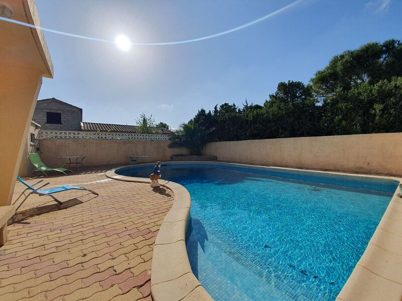 Majestic Holiday Home in Olonzac with Private Pool, holiday rental in Olonzac