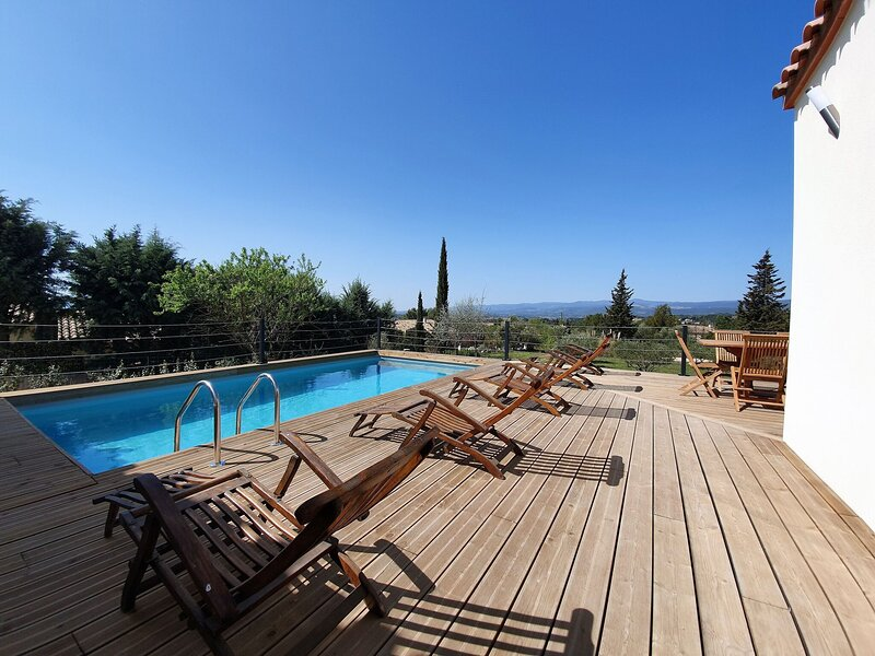 Spacious Holiday Home in Oupia with Private Pool, location de vacances à Aigne