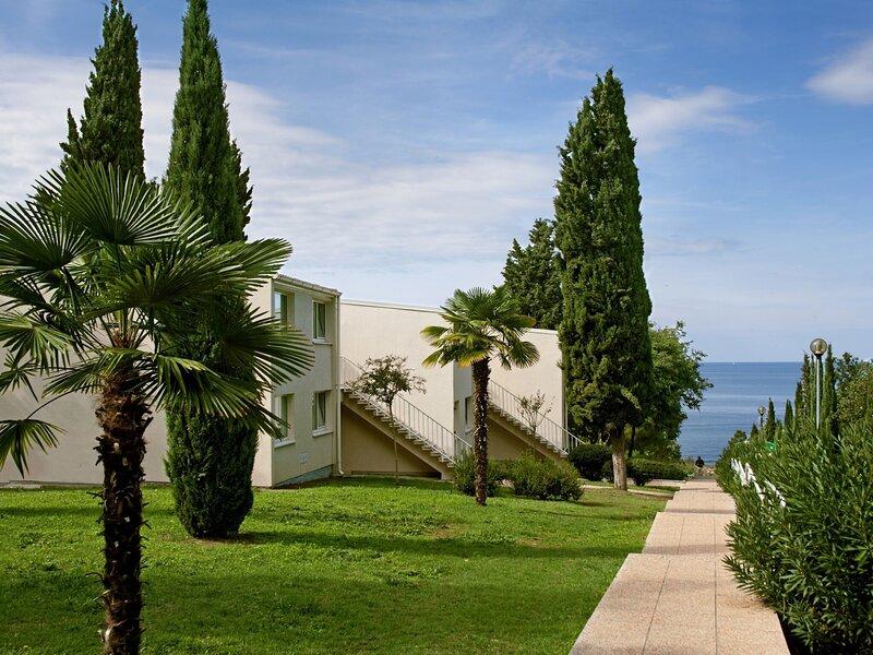 Luxury apartment with a microwave, 2.5km from historic Porec, location de vacances à Fuskulin