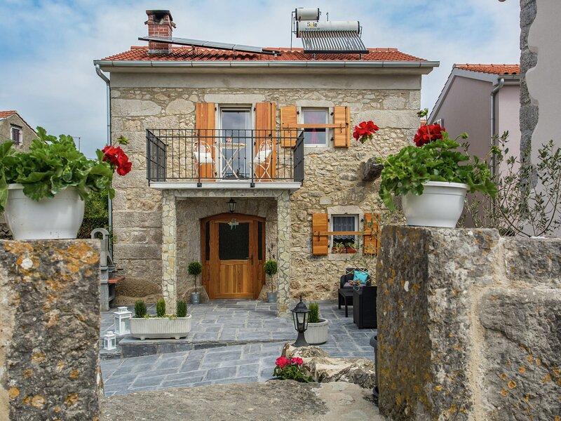 Beautiful, tasteful villa in the village of Milohnici on the island of Krk, beac, alquiler vacacional en Beli