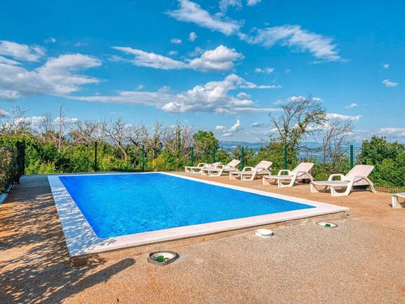 Elegant Holiday Home in Lovran with Swimming Pool, holiday rental in Dobrec