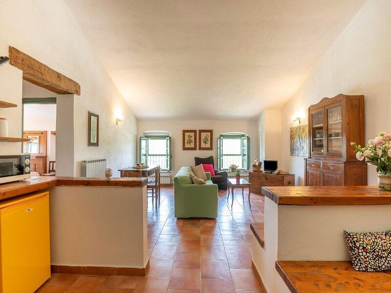 Appealing Apartment in Collesalvetti with Garden, casa vacanza a Collesalvetti