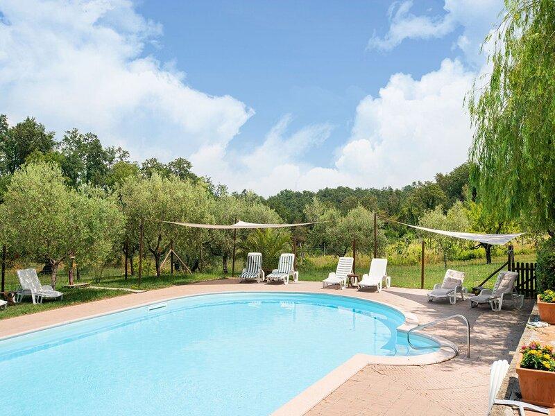 Charming Apartment in Collesalvetti with Garden, casa vacanza a Collesalvetti