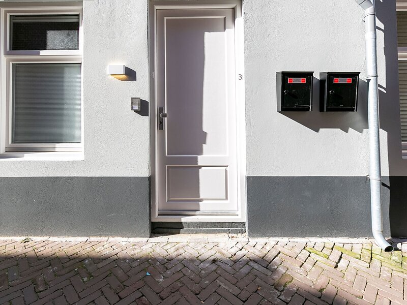 Charming Apartment in Den Haag near The Art Museum, holiday rental in Leidschendam