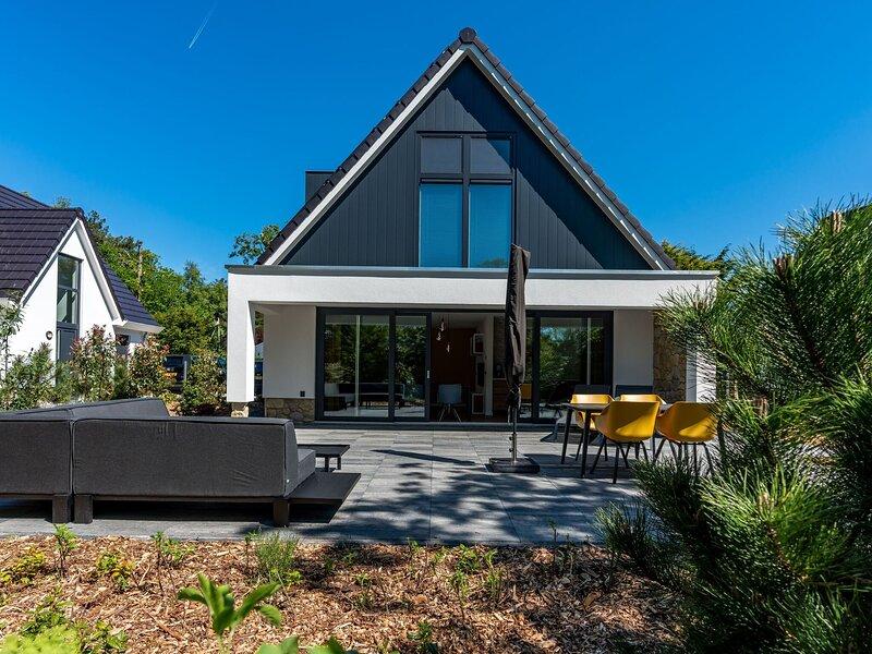 Beautiful villa located in Den Burg, location de vacances à Den Burg