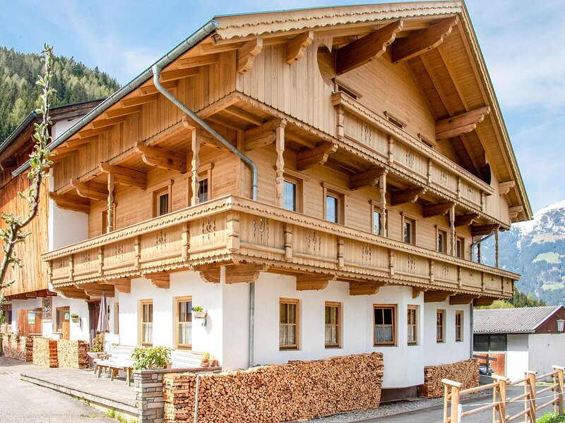 Relaxing Apartment in Hainzenberg with Ski Storage, holiday rental in Hainzenberg