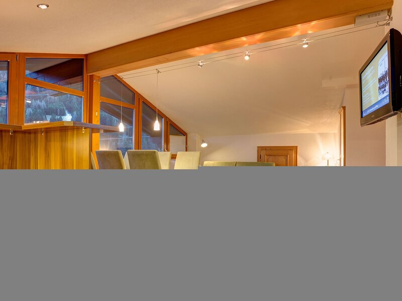 Spacious Apartment in Sankt Anton am Arlberg with Balcony, holiday rental in St. Christoph am Arlberg
