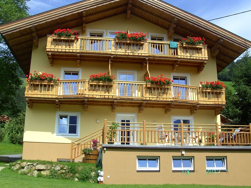 Cosy Apartment in Brixen im Thale with Sauna, holiday rental in Moosen