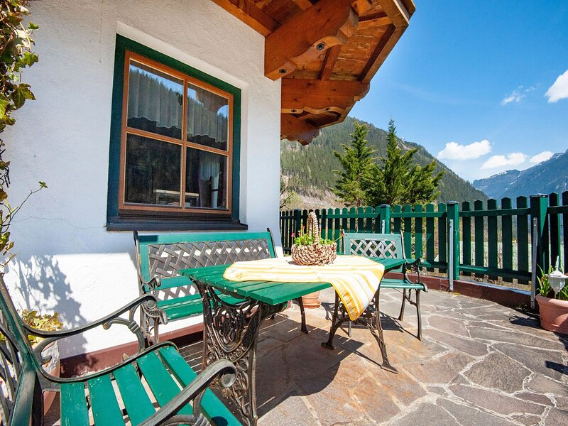 Peaceful Apartment in Mayrhofen with Terrace, holiday rental in Astegg