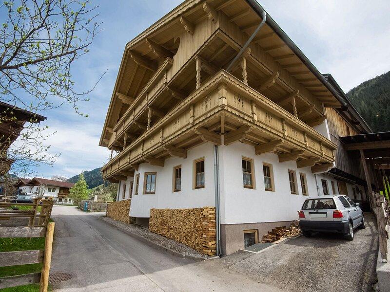 Lovely Apartment in Hainzenberg next to Forest, holiday rental in Hainzenberg