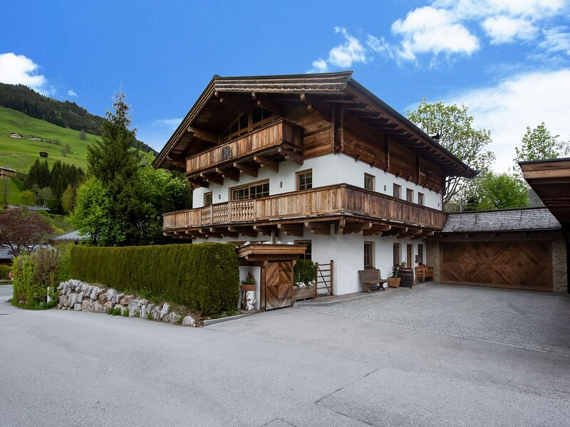 Lovely apartment in Jochberg with a garden and bbq, holiday rental in Aurach bei Kitzbuehel