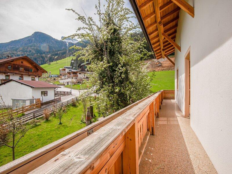 Attractive Apartment in Hainzenberg with Ski Storage, holiday rental in Hainzenberg