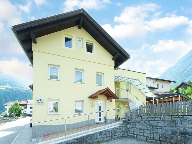 Cozy apartment in Sautens with a splendid view, holiday rental in Otztal