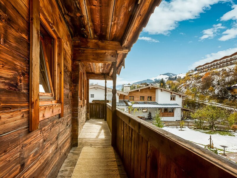 Wooden Holiday Home in  Jochberg with a panoramic view, holiday rental in Aurach bei Kitzbuehel