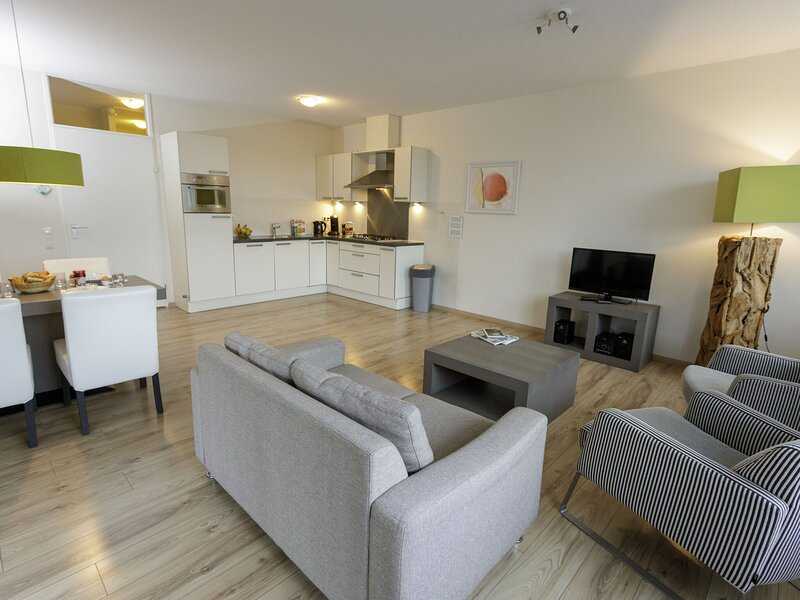 Modern apartment with dishwasher, in nature, holiday rental in Nideggen