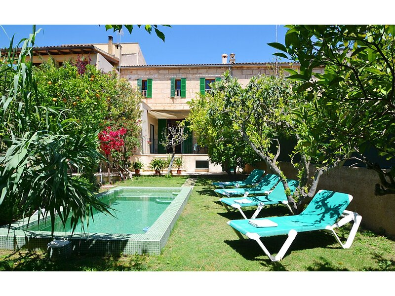 Cozy town house with private pool, private garden and near the village, vakantiewoning in Sant Llorenç des Cardassar