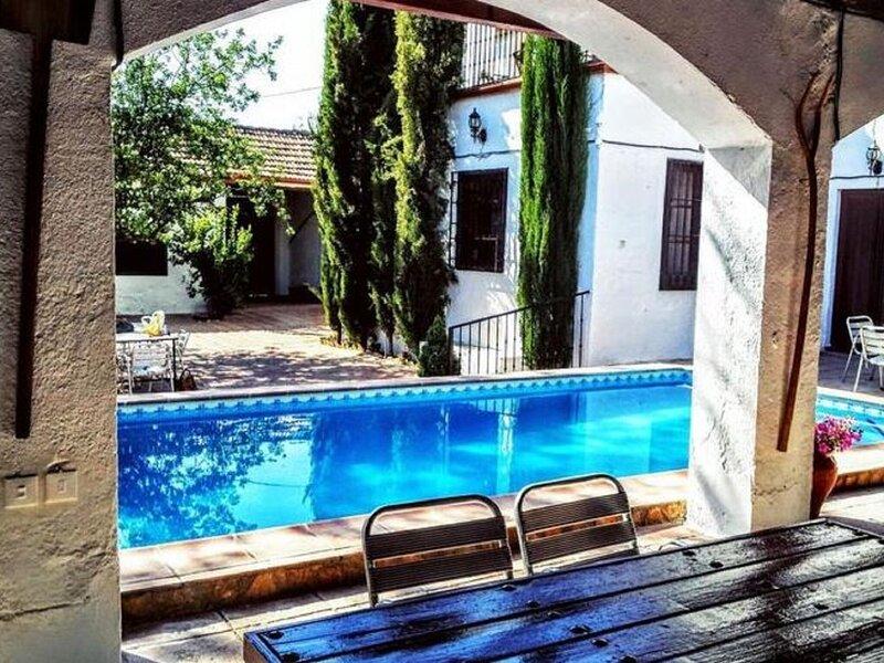 Gracious Holiday Home in Illora with Swimming Pool, Garden, alquiler de vacaciones en Pinos Puente