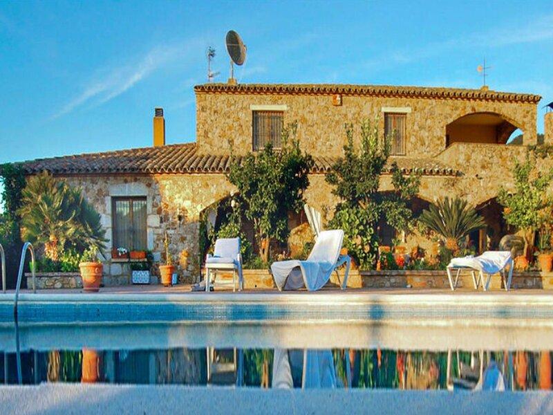 Inviting Villa in Calonge with Private Pool, location de vacances à Romanya de la Selva