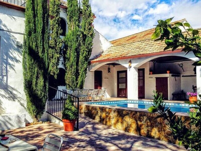 Rural Holiday Home in Esconar-Illora with Garden, alquiler de vacaciones en Pinos Puente