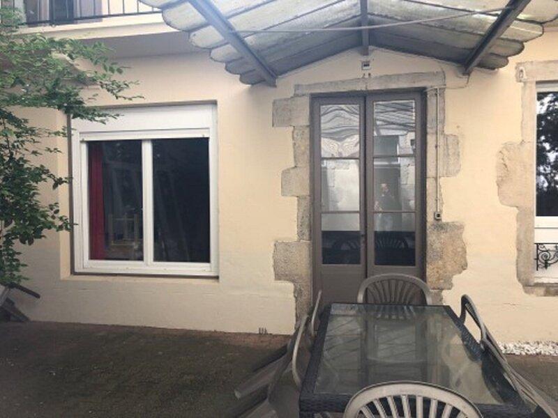 Simplistic Holiday Home in Vichy near Opera Museum, holiday rental in Saint-Priest-Bramefant