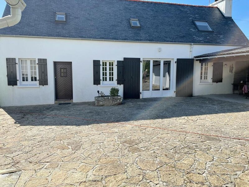 Holiday home in Plouhinec next to the sea, holiday rental in Mahalon