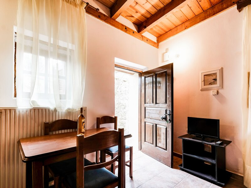 Sun-kissed Apartment in Askos with Balcony near Blue Caves, holiday rental in Skinaria